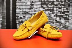Желтые мужские мокасины