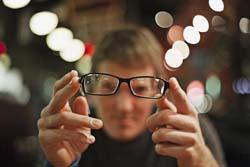 Что выбрать очки или линзы