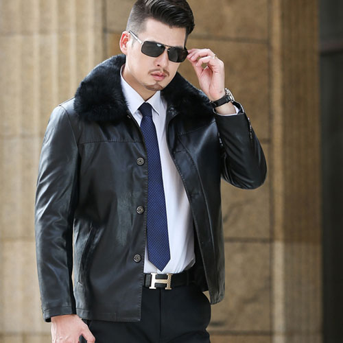 Модная зимняя мужская куртка из экокожи с мехом фото