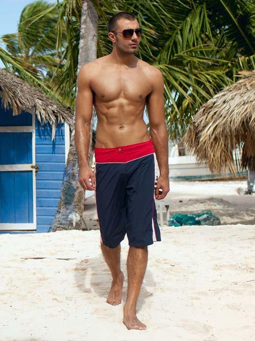 Красно-синие пляжные мужские шорты