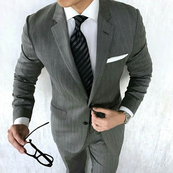 серый деловой костюм 2017 фото