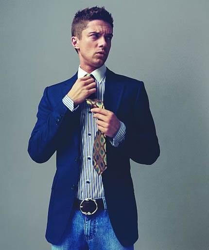 джинсы, пиджак и галстук фото