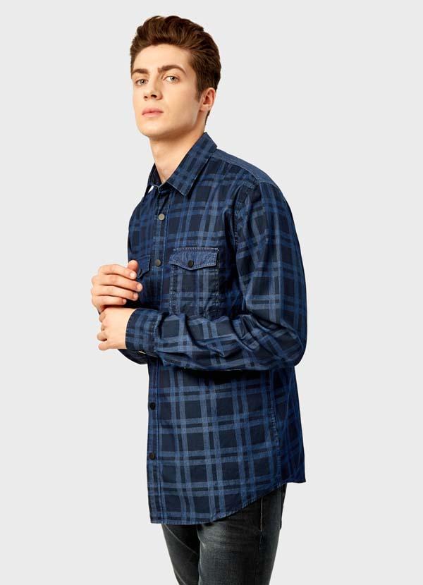мужская рубашка в клетку из денима фото