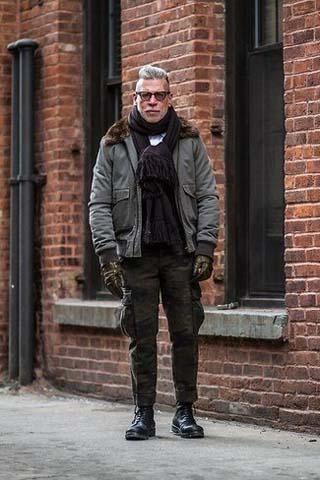 штаны карго пожилой мужчина фото