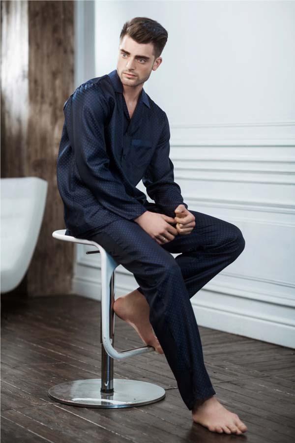 атласная мужская пижама