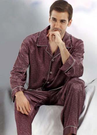 мужчина в пижаме