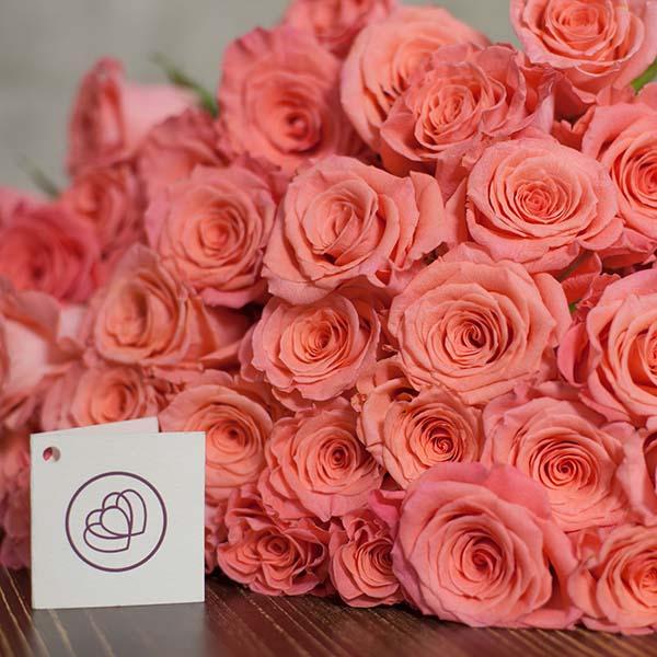 розовые розы подарок 8 марта